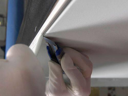 Ремонтируем порез потолка: пошаговая инструкция